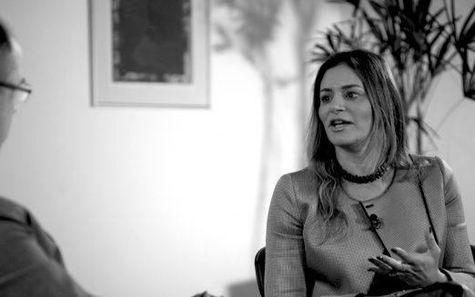 """""""Gestão pública precisa atuar junto da iniciativa privada"""", analisa Regina Célia Esteves de Siqueira"""