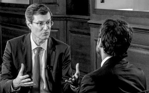 """""""A eficiência do Estado no Brasil é muito baixa"""", diz Alberto Ramos"""